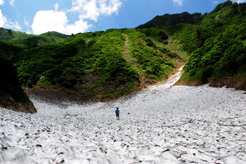 荒沢岳万年雪