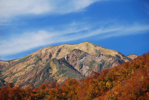 銀山平温泉から望む越後駒ケ岳
