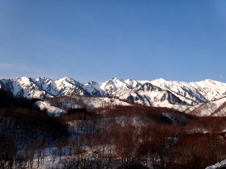 朝の荒沢岳